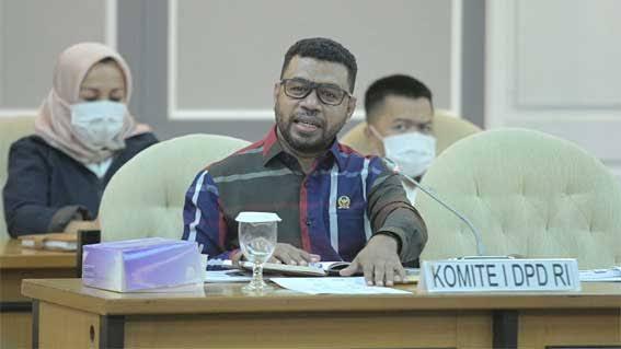 Senator Filep: Luhut Mau Kasih Kompensasi Apa ke Papua Jika Temuan Haris dan Fatia Terbukti?