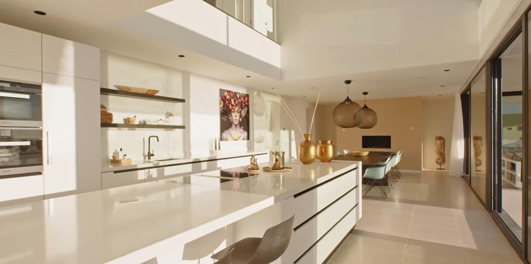 18 Interior Design Photos vs. La Alqueria, Benahavis New Modern Villa Tour