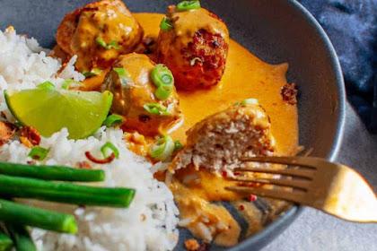 Thai Chicken Meatballs With Peanut Sauce