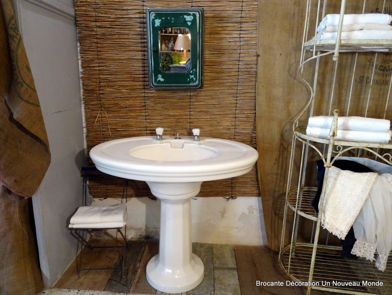 Brocante d coration un nouveau monde grande vasque de salle de bain art d co en c ramique for Salle de bain art nouveau