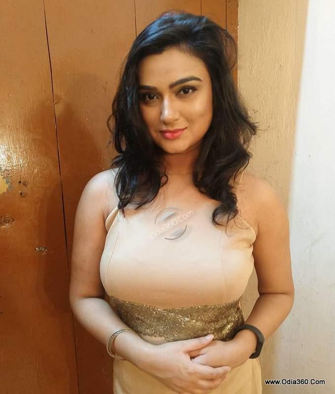 Aiswarya Behera Hot Sexy Odia Actress Real life Pictures,Photos,Images,Walls