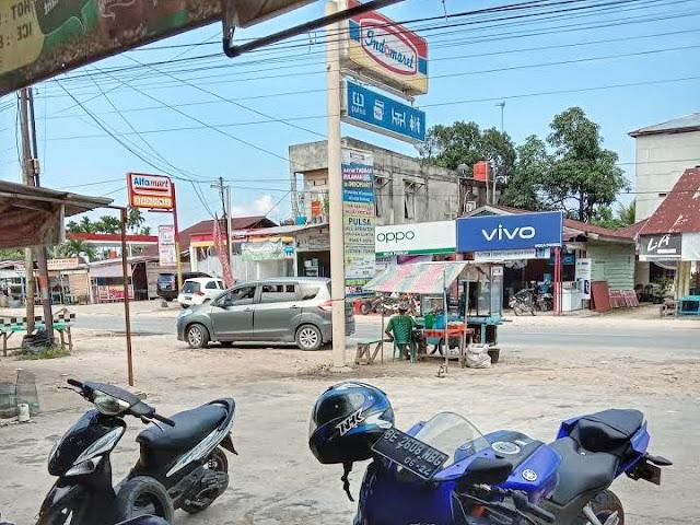 Foto Alfamart dan Indomaret di kota Lipatkain Berdekatan