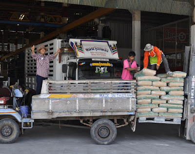 Cement is picked up at Ruangsangthai by a rural customer
