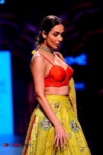 Bollywood Actress Malaika Arora Khan Walks on Ramp at LFW Summer 2017  0014.jpg