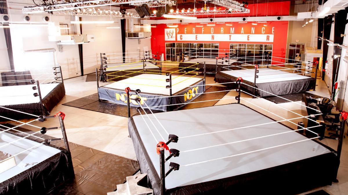 WWE está cogitando subir talentos do Performance Center direto para o main roster