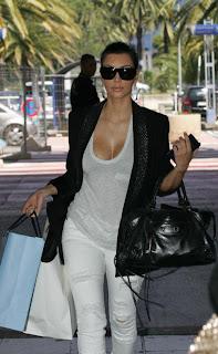 Nan Mais Quelle Copieuse Cette Kim Kardashian M Enfin