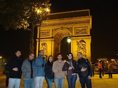 Os napoleônicos no Arco do Triunfo - Paris - França