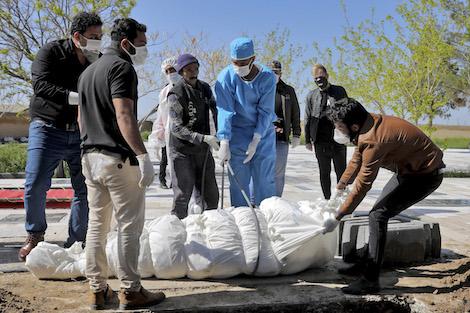 """256 وفاة بسبب """"كورونا"""" خلال 24 ساعة بإيران"""