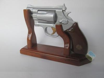revolver-untuk-film