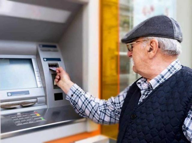 Governo pretende antecipar 13º de aposentados para alavancar a economia