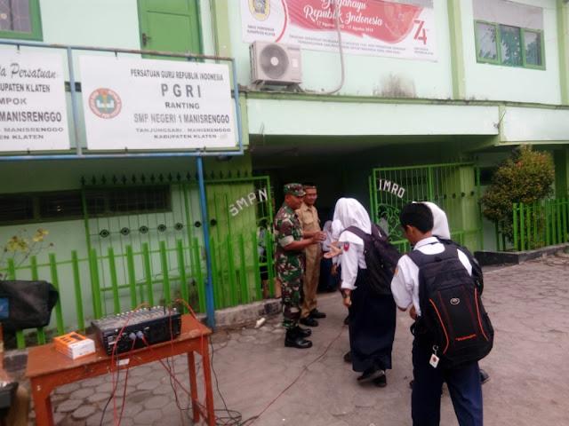 Hubungan Baik TNI Dengan Guru Dan Murid SMP