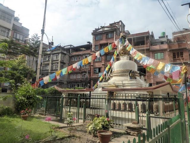 stupa nel centro storico di kathmandu