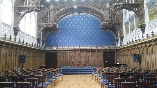 שיחזור של אולם בבית המשפט המלכותי