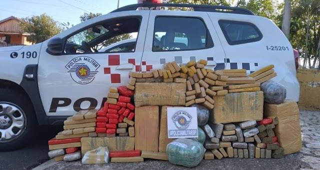 POLÍCIA MILITAR APREENDE GRANDE QUANTIDADE DE DROGA E APREENDE CARRO FURTADO