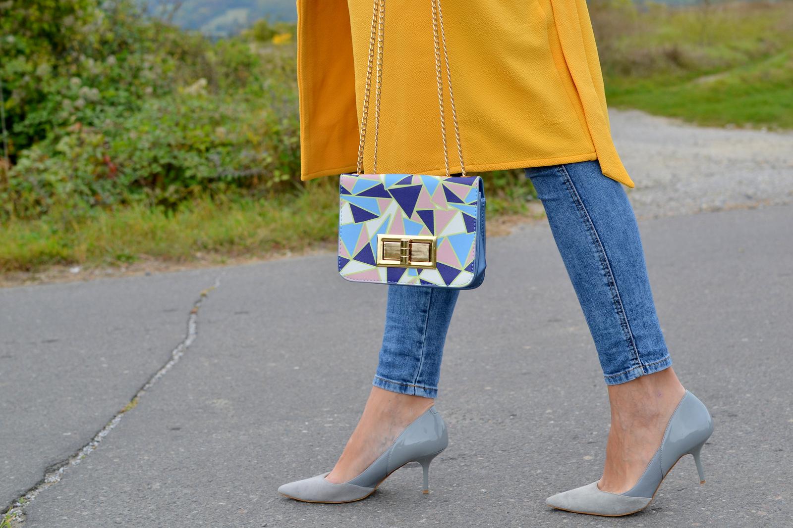 yellow long vest & geometric pattern bag