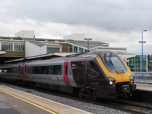 Train arriving at Banbury station