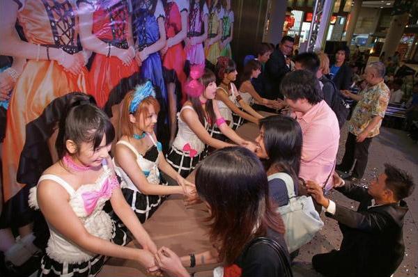 handshake idol group