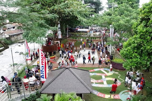 Bahagia bermain di Taman Kaulinan, Bogor.