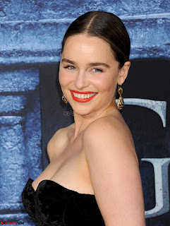 Emilia Clarke Looks stunning Beautiful sexy Cleavages at the Premiere of Games of Thrones New Season 7 in LA