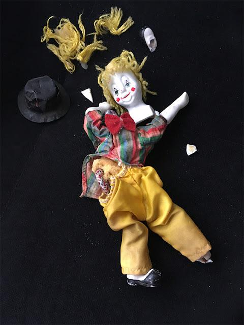 palhacinho de porcelana quebrado