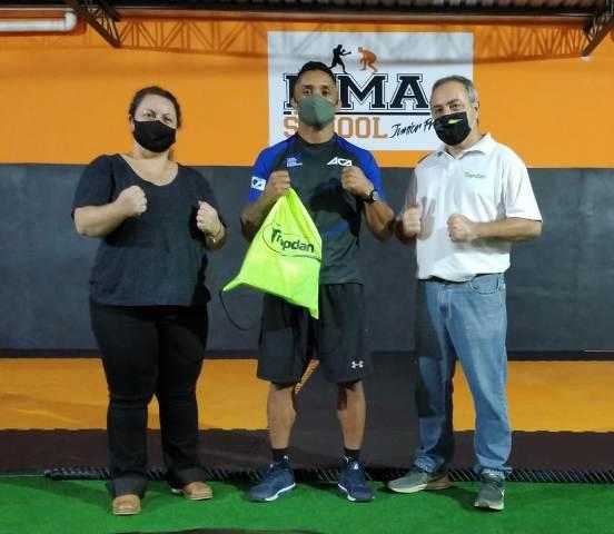Tamara Dan Calabria (diretora administrativa da Tropdan), Júnior Preto e Marcelo Calabria (gerente comercial da Tropdan)