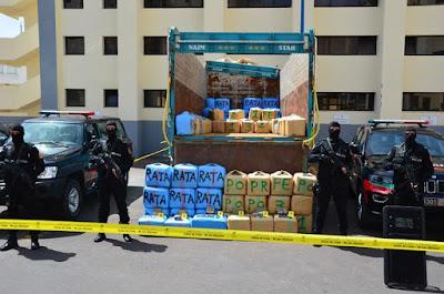 """إعتقال شخصين من بينهما """"امرأة"""" وبحوزتهما 3 أطنان و500 كلغ من مخدر """"الحشيش"""" على متن شاحنة لنقل البضائع بلوتوروت """"تيط مليل"""""""