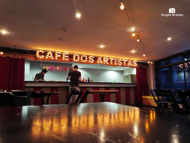 Foto artística do Café dos Artistas - Centro de Memória do Circo - República- São Paulo