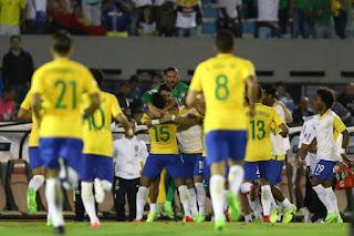 Brasil goleia e fica perto da Copa; Argentina e Colômbia se dão bem