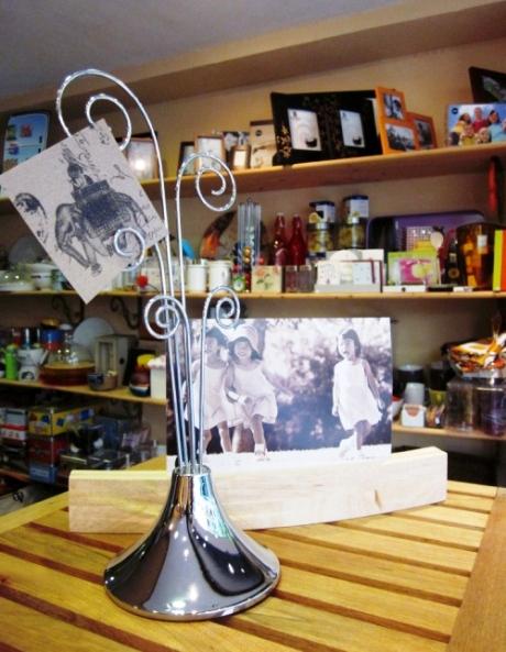 Portafotos metálico y marco fotos madera