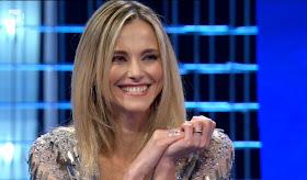 Francesca Fialdini foto sorriso affari Tuoi conduttrice