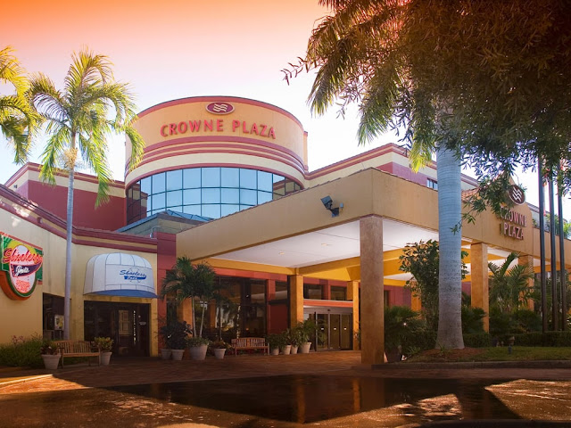 Adjacent to the Bell Tower Shops, the Crowne Plaza® Fort Myers, FL hotel is the closest, full-service hotel to Southwest Florida International Airport (RSW). With upscale amenities and friendly, professional service, our hotel provides you with a memorable stay.