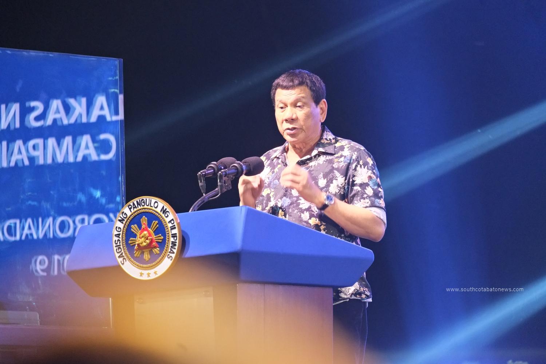 Duterte to Mangudadatus of Maguindanao: Saludo ako sa kanila!