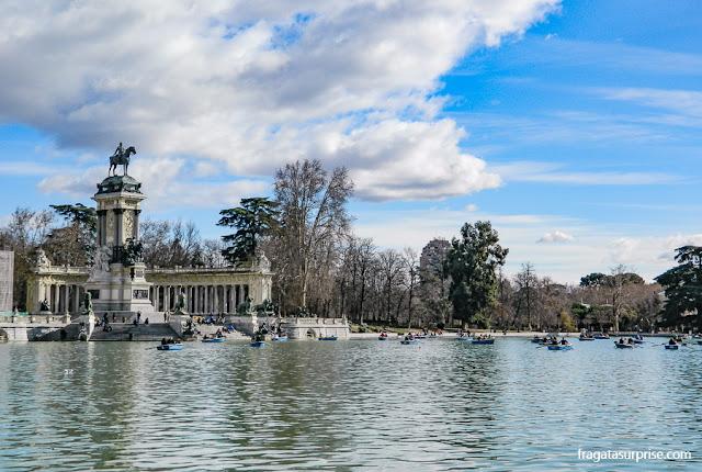 Parque do Retiro, Madri,  lago e monumento ao rei Alfonso XII