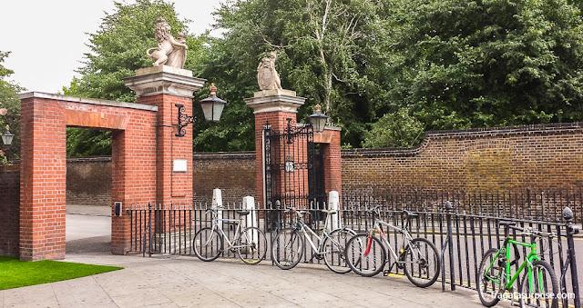 Acesso ao Palácio de Kensington, Londres