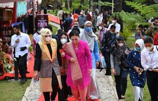 Ny Maya Indriasari Zahir Dampingi Ketua Dekranasda Sumut Hadiri Acara Pembukaan Pelatihan Kerajinan Rakyat