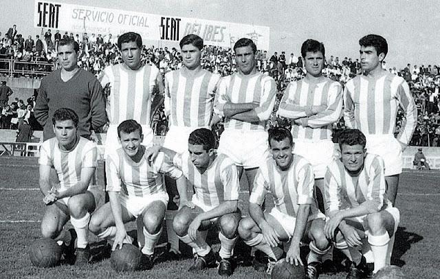 REAL VALLADOLID DEPORTIVO. Temporada 1961-62. Zumalabe, Matito, García Verdugo, Pinto, Ramírez, Sanchís. Joselín, Mirlo, Morollón, Endériz y Molina. REAL VALLADOLID DEPORTIVO 4 REAL GIJÓN C. F. 2. 12/10/1961. Campeonato de Liga de 2ª División, jornada 7. Valladolid, España, estadio José Zorrilla. GOLES: 0-1: 19', Encontra. 0-2: David. 1-2: 48', Morollón. 2-2: 67', Mirlo. 3-2: 77', Mirlo. 4-2: 88', Joselín.