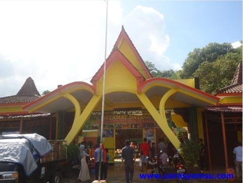 Pintu Masuk Objek Wisata Goa Jatijajar Kebumen