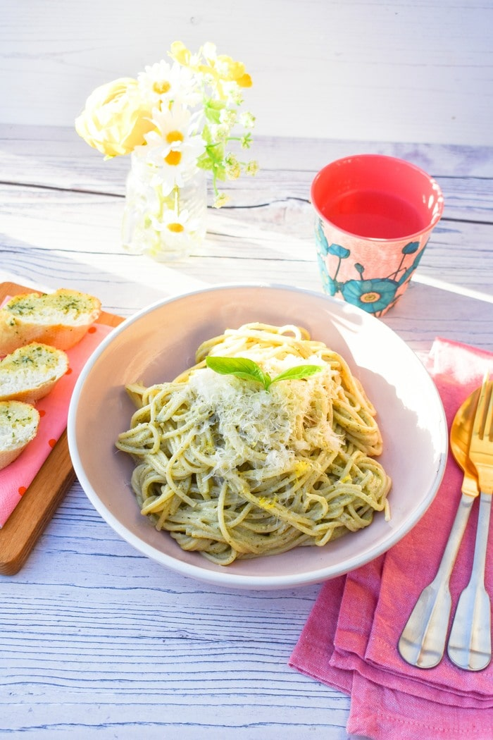 A bowl of Creamy Lemon Basil Spaghetti served with slices of garlic bread