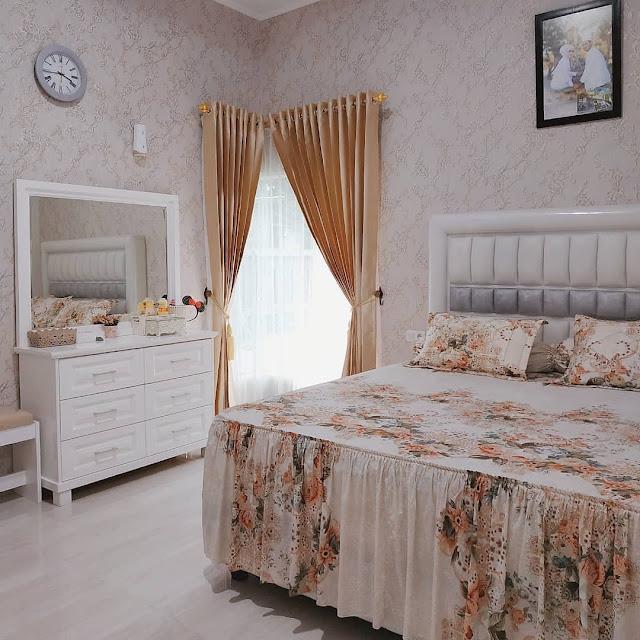 Menghias Kamar Tidur Sempit dengan Meja Rias