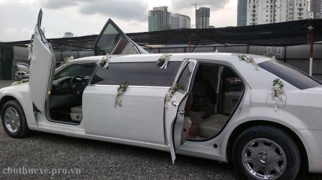 Cho thuê xe cưới Lincoln Limosine màu trắng VIP