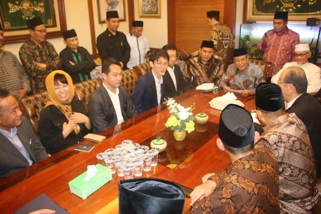 Lagi dan lagi, Ketum PBNU Bimbing Lima Warga Jepang Masuk Islam
