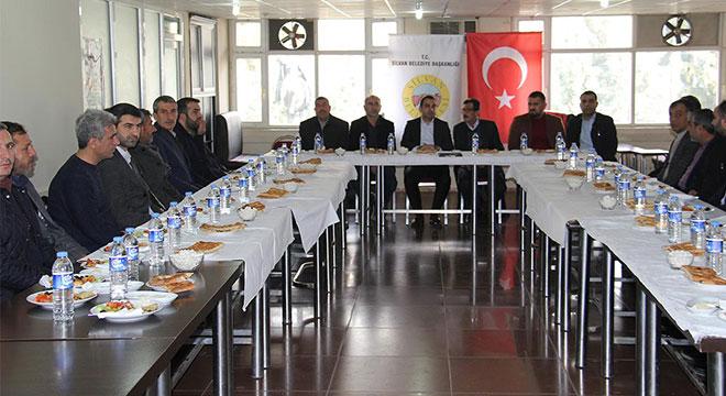 Silvan Belediye başkan vekili Kaymakam Adem Çelik, esnafla bir araya geldi