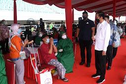 Presiden Tinjau Vaksinasi bagi Masyarakat di Stadion Pakansari Bogor