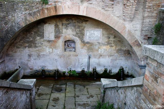 Le fontane del Duca vicino al palazzo