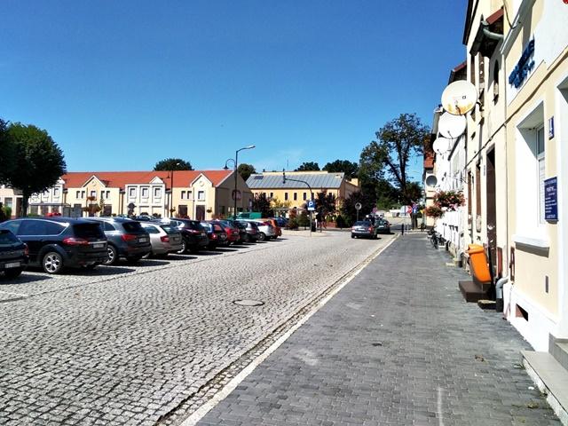 niewielkie miasteczka, Polska, kamienice, parking, warto zobaczyć