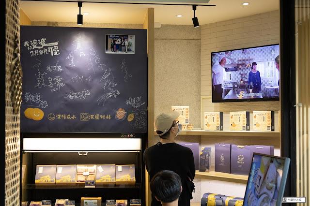 【大叔生活】2021 又是六天五夜的環島小筆記 (下卷) - 店內正在放送劇中的經典片段,牆上還有劇組簽名