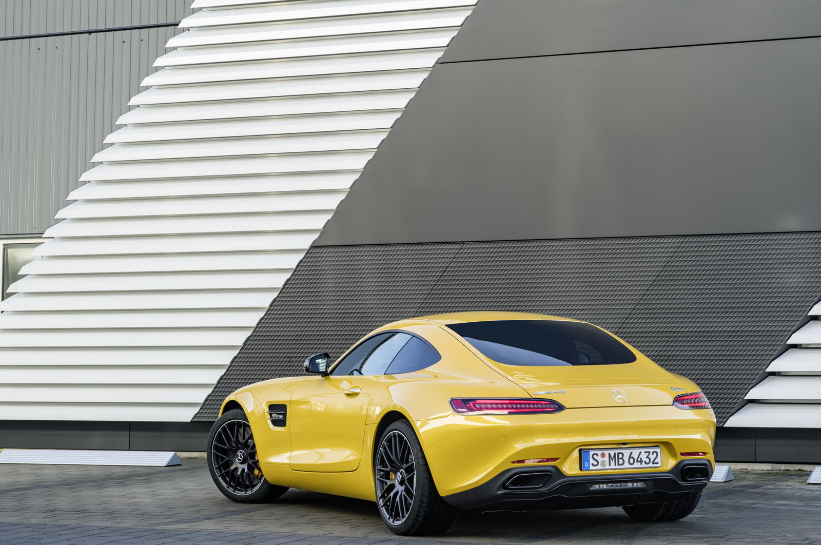 2014 - [Mercedes-AMG] GT [C190] - Page 29 16C1133_25