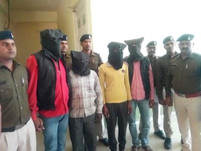 सफलता : दिनारा पुलिस द्वारा अज्ञात लूटेरों द्वारा की गई लूट का 24 घंटे के अंदर पर्दाफास कर माल बरामद आरोपी गिरफ्तार | Dinara News