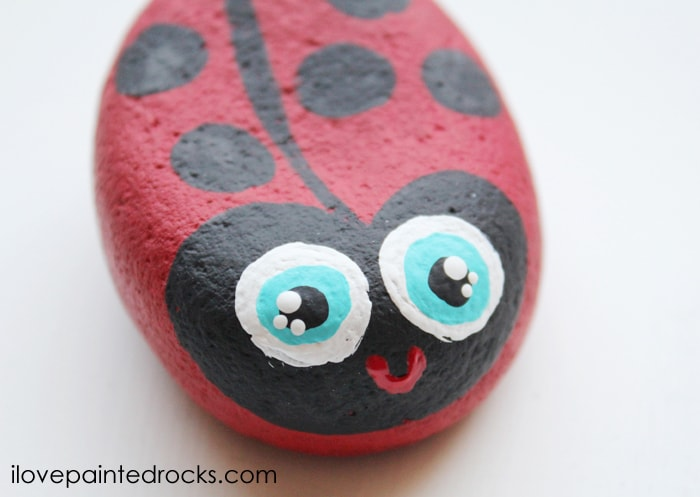 how to give eyes kawaii details - painting a ladybug rock