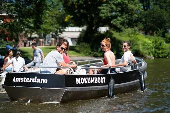 Bersenang-Senang di Kanal Amsterdam